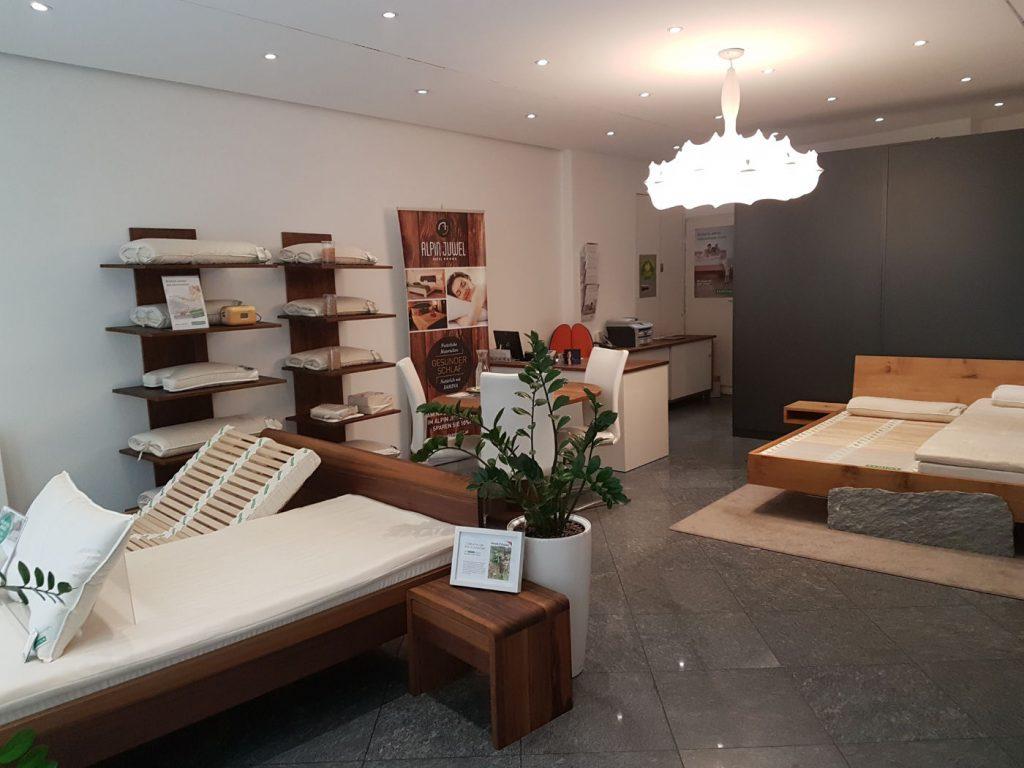 Vernissage im SAMINA Bettenfachgeschäft in Luzern