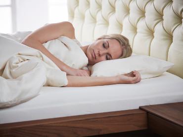 Wohlig warmer SAMINA Schlaf mit kuscheligen Bio-Keramik Bettwaren