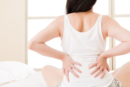 Rückenschmerzen im Schlaf beseitigen